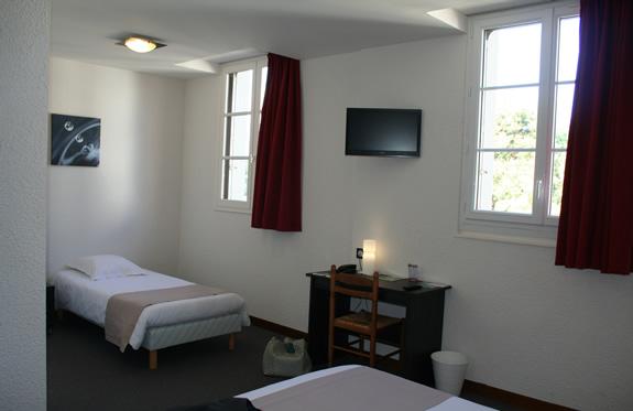 """chambre familiale hôtel """"la potinière"""" Bagnoles de l'orne Normandie"""